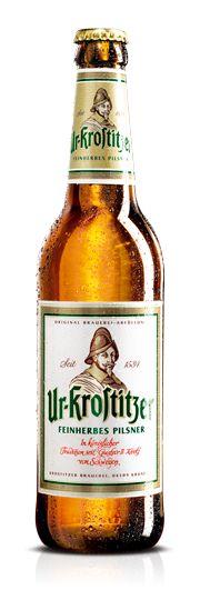 Cerveja Ur-Krostitzer, estilo German Pilsner, produzida por Krostitzer Brauerei, Alemanha. 4.9% ABV de álcool.