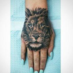 Lion Hand Tattoo # Tattoo # Lion # Hand Tattoo # Black and White # Tattoos - diy tattoo images - Bild Tattoos, Body Art Tattoos, New Tattoos, Sleeve Tattoos, Cool Tattoos, Tatoos, Diy Tattoo, Tattoo Ideas, Tattoo Trend