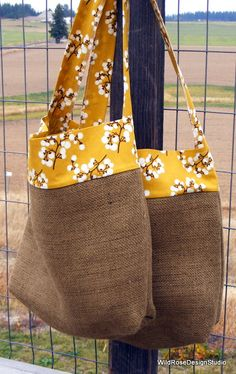 Jute Crafts: 29 Ideas to Make at Home - 7 Jute Craft Models to Make at Home Burlap Bags, Jute Bags, Jute Crafts, Fabric Crafts, Decor Crafts, Diy Crafts, Diy Bags Purses, Diy Tote Bag, Craft Bags