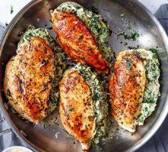 Ингредиенты: куриное филе 1 кг жирный творог 250 гр. шпинат 100 гр. кабачок 100 гр. голландский сыр 50 гр. чеснок 3 зубчика соль 2 ч. л. паприка 0,5 ч. л. италь
