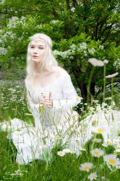 Dreamlike Lord of the Rings cosplay. - 10 The Elf Queen Galadriel Cosplays