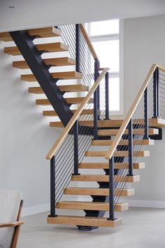 Floating Switchback Stairs for a Westhampton Home – Viewrail – Decorating Foyer Home Stairs Design, Stair Railing Design, Interior Stairs, Modern House Design, Home Interior Design, Floating Stairs, Floating Shelves, Modern Stairs, House Stairs