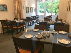 Frühstückstisch im Blauen Salon Bad Godesberg, Villa, Das Hotel, Conference Room, Table, Furniture, Home Decor, Drawing Rooms, Birthing Center