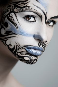 Intersting face paint design - tribal as in aleutian/eskimo/inuit/yupik art style The Face, Face And Body, Maquillage Halloween, Halloween Makeup, Tribal Face Paints, Tribal Makeup, Blue Makeup, Extreme Makeup, Fantasy Make Up