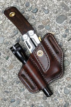 Always have your favorite multitool and flashlight close at your side with this handcrafted belt sheath for your Leatherman Signal and Mini Maglite Made from thick, top quality vegetable tanned cowhide, this case is carefully hand molded for a perfe - h Leather Holster, Leather Tooling, Style Masculin, Thick Leather, Leather Projects, Custom Leather, Leather Accessories, Leather Craft, Creations