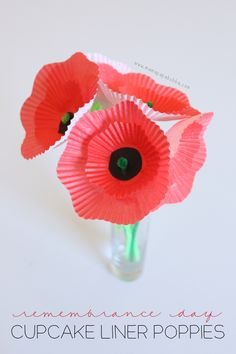 Cupcake liner poppies, a simple but beautiful Remembrance Day-inspired project for kids. Cupcake Liner Crafts, Cupcake Liner Flowers, Cupcake Liners, Preschool Crafts, Fun Crafts, Crafts For Kids, Paper Crafts, Kindergarten Crafts, Art Activities For Kids
