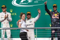 Hamilton wygrywa w USA i walczy dalej o kolejne mistrzostwo na swoim koncie https://www.moj-samochod.pl/Sporty-motoryzacyjne/F1-USA--Hamilton-walczy-dalej #F1USA #GPUSA #Mercedesamgf1 #Hamilton
