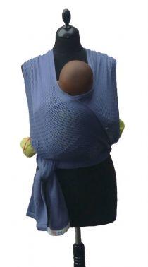 Deze mooie en originele draagdoek is van het Franse merk Fil'up, geweven van een mooie kwaliteit katoen en verkrijgbaar in verschillende kleuren.  Deze draagdoeken zijn gemaakt van 100% katoen. De rekbare draagdoek is breder in het midden ( 70 tot 80 cm) om de comfort en veiligheid van je kindje of baby te vergroten. Aan de uiteinden, is de draagdoek juist smaller om evoor te zorgen dat de doek makkelijk te knopen is en voila!