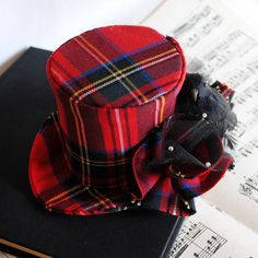 A plaid hat!
