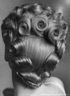 Stunning hair: look at the amount of (victory) rolls! Hairstyle For Debs High-Res Stock Photography Victory Rolls, 1940s Hairstyles, Cool Hairstyles, Hairstyle Ideas, Pin Up Hair, Big Hair, Pelo Vintage, Vintage Mode, Pin Curls