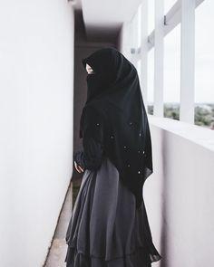Image may contain: one or more people Hijab Niqab, Muslim Hijab, Hijab Chic, Mode Hijab, Hijab Style Dress, Hijab Outfit, Beautiful Muslim Women, Beautiful Hijab, Hijabi Girl