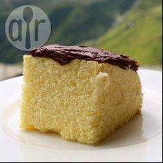 Pão de ló sem farinha de trigo @ allrecipes.com.br - Um pão de ló sem glúten que usa somente 4 ingredientes!