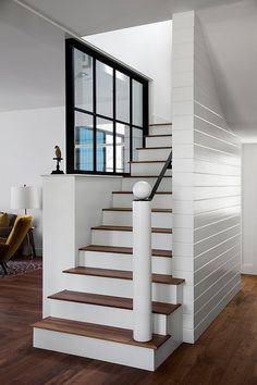 How to Make Ultimate Fabulous Farmhouse Staircase Design Home Decor Many homeowners find it easier to create their own Farmhouse Staircase design than trying to buy one. If you are looking for a new addition to your ho. Farmhouse Architecture, Modern Farmhouse Interiors, Interior Stairs, Interior Exterior, Farmhouse Stairs, Texas Farmhouse, Farmhouse Ideas, Farmhouse Design, Staircase Remodel