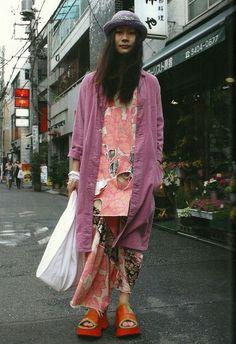 "effectiveantiperspirant: "" lactoseintolerart: "" Lactose Intoler-Art: TUNE Magazine scan "" Such a good look OMG "" Japanese Street Fashion, Tokyo Fashion, Harajuku Fashion, Asian Fashion, Street Style Vintage, Mode Vintage, Hipster Grunge, Grunge Goth, Mode Outfits"