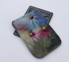 Felted Kindle Case, Kindle Paperwhite  wool Cover, grey felted e-reader Sleeve, pink daisy, flap and magnet snap, gift  for her, under 30