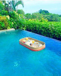 Desayuno en la piscina' by Juampi*