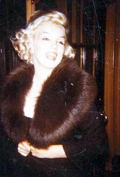 Marilyn Monroe leaving the apartment of writer Isak Dinesen, New York, 1959.
