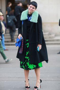 Elisa Nalin in black, green and blue. #Streetstyle at Paris Fashion Week #PFW