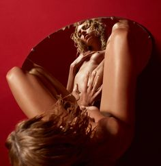 \><\  Sex Drugs and mirrors, for the second time-Anja Rubik
