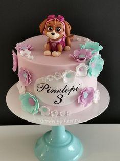 Skye - Paw Patrol by TortenbySemra Paw Patrol Sky Cake, Girls Paw Patrol Cake, Girl Paw Patrol Party, Torta Paw Patrol, Paw Patrol Birthday Girl, Paw Patrol Cupcakes, Cake Disney, Bolo Fondant, Baby Birthday Cakes
