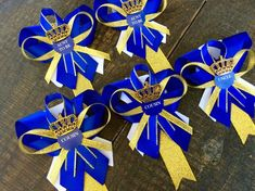 Items similar to 6 Little prince baby shower pins- little prince corsage-royal prince baby shower-royal blue and gold baby shower-aunt to be pin- grandma pin on Etsy Distintivos Baby Shower, Gold Baby Showers, Baby Shower Favors, Baby Shower Parties, Baby Shower Themes, Shower Gifts, Shower Ideas, Royalty Baby Shower, Baby Shower Princess