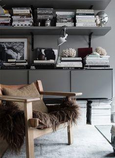Binnenkijken in het donkere interieur van een Zweedse stylist - Roomed
