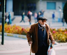A #streetscene from #konya #streetphotography #capturestreets #lensonstreets #fromstreetswithlove #challengerstreets #spicollective #street_perfection #street_photo_club #storyofthestreet #wearethestreet #ourstreets #myspc17 #life_is_street #friendsinperson #vsco_mood #ig_street #ig_photooftheday #lensculture #lensculturestreets #hikaricreative #somewheremagazine #sonyphotography #hartcollective #documentaryphotography #portraits_ig #portrait_ig #sonyimages #sonyalphasclub