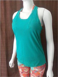 Camiseta Mullet Furadinha em Poliamida - Camiseta com corte nadador nas  costas e com um comprimento 9392d074570