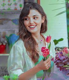 Turkish Women Beautiful, Turkish Beauty, Tumblr Wallpaper, Disney Wallpaper, Hayat And Murat, All Actress, Cute Baby Dolls, Goth Dress, Hande Ercel