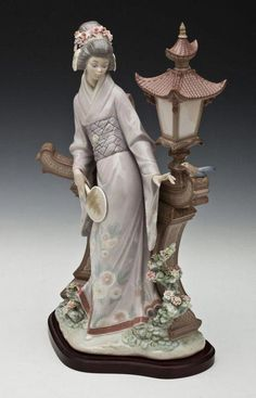 DESCRIPTION: Lladro porcelain Mariko figurine sculpted by Salvador Debón. Originally issued in 1982 and retired. on May 2013 Porcelain Jewelry, Fine Porcelain, Porcelain Ceramics, Glazes For Pottery, Collectible Figurines, Art Dolls, Creations, 19th Century, Organic Shapes