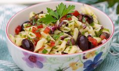 Liven up pasta salad with olives, tomatoes, onions and herbs Antipasto, Cooking Time, Fruit Salad, Pasta Salad, Potato Salad, Side Dishes, Herbs, Ethnic Recipes, Olives