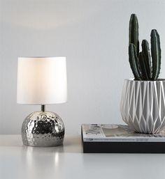 Hammer bordlampa från @markslojd . Finns i krom, koppar, svart och mässing  #markslojd #hammer #lampgallerian #lamps #inspiration #interiör #interior #interior123 #scandinaviandesign