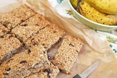 Vicki – This is a great flapjack recipe for using ripe bananas and is also low in fat … Source by courtney_stone Banana Flapjack, Healthy Flapjack, Healthy Treats, Healthy Desserts, Healthy Eating, Healthy Recipes, Vegan Snacks, Healthy Options, Diabetic Recipes