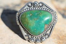VINTAGE NAVAJO 925 STERLING SILVER & BRIGHT GREEN NATURAL TURQUOISE RING
