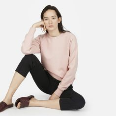 Get comfortable. Our raglan French terry sweatshirt takes cues from classic sportswear, but has a polished vibe—so it looks just as good running errands as it does running laps.