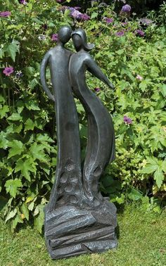View the First Love Modern Garden Statue - Large Contemporary Sculpture. Or see our full range of exquisite unique to Statues & Sculptures Online. Contemporary Garden, Contemporary Sculpture, Contemporary Interior, Concrete Garden Statues, Outdoor Statues, Temple Gardens, Bird Types, Garden Decor Items, Vegetable Garden Design