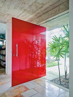 Portas Pivotantes - modernize a entrada da sua casa!