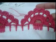 This Pin was discovered by Lúc Crochet Boarders, Crochet Edging Patterns, Crochet Lace Edging, Crochet Trim, Crochet Designs, Picot Crochet, Crochet Stitches, Crochet Baby, Crochet Symbols
