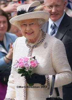 The Queen in Leeds (with images, tweets) · travelwyse · Storify