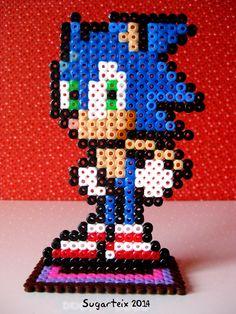 Sonic en hama midi con soporte para lucirlo de adorno en tu estantería. Si te gusta puedes adquirirlo en nuestra tienda on-line: http://www.sugarshop.eu