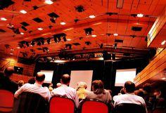 Hablar en público: Diez estrategias eficaces (PDF) http://psicopedia.org/2228/hablar-en-publico-diez-estrategias-eficaces/