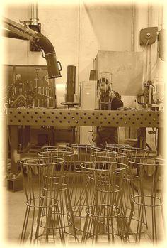 Uno sguardo in azienda.  #lavorazionimetalliche #Arredi   A look inside the factory #metalworking #furniture