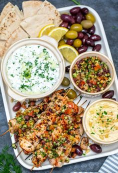 Chicken Souvlaki is a tasty Greek dish, made with marinated chicken chunks, topped with a tomato olive relish and served with a creamy yogurt dip. Souvlaki Recipe, Greek Chicken Souvlaki, Clean Eating, Healthy Eating, Greek Dishes, Cooking Recipes, Healthy Recipes, Mets, Greek Recipes