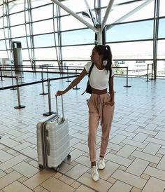 Stunning 60+ Airport Fashion Travel Outfits  Ideas Mode Outfits, Fashion Outfits, Womens Fashion, Fashion Ideas, Fashion Fall, 90s Fashion, Dubai Fashion, Travel Fashion, Fashion Photo