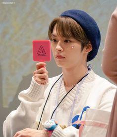 Stray Kids Minho, Lee Know Stray Kids, Park Jimin Cute, Kids Around The World, Lee Min Ho, Kpop Boy, Pop Group, Baby Photos, Rapper
