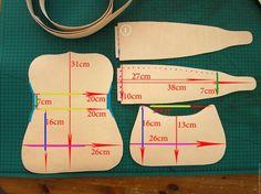 Меня часто спрашивают или я даю мастер-классы по изготовлению моих сумочек. Конечно, да! В данном МК я покажу вам как изготовить сумочку без использования швейной машинки. Вы научитесь выкраивать кожу, гравировать ее, окрашивать и сшивать . Все вручную. Для работы нам потребуется кожа растительного дубления (только по ней можно делать гравировку), кожаная тесьма, краска для кожи, инструменты для…