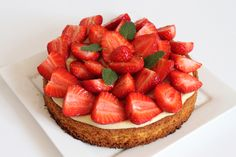 Tarte aux fraises sur sablé breton Fresh Fruit Desserts, Fruit Tart, Appetizer Recipes, Dessert Recipes, Cake Decorating Piping, Number Cakes, Cookie Desserts, Love Food, Sweet Recipes