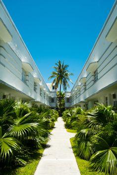 Estilos inconfundibles del barrio #ArtDeco en la tropical ciudad de #Miami.  http://www.bestday.com.mx/Miami-area-Florida/ReservaHoteles/
