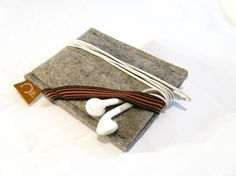 felted ipod touch case with strap for ear buds