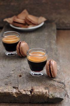something sweet to a cup of coffee - Шоколадные макаронс - Kaffee Genuss ☕️ - Espresso Coffee, Coffee Love, Coffee Break, Best Coffee, Coffee Shop, Coffee Cups, Coffee Maker, Coffee Coffee, Coffee Girl